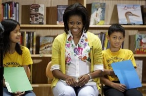 michelle-obama-bancroft-elementary-school-garden-with-kids-who-help-at-white-house-kitchen-garden
